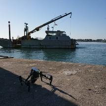 Drone au-dessus de la barge de sondage à Lorient